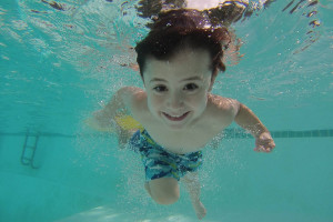 web1_170705-KCN-kid-swimming